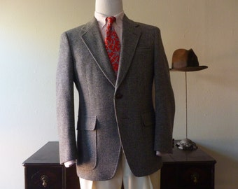 CLASSIC Vintage Serur's Varsity Shop Muted Green & Rust Colored Box Check Tweed Trad / Ivy League Jacket 40 S. Made in USA.