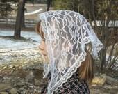 White lace chapel veil, child's size. Prod.# Zwo6