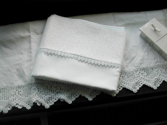 pure silk charmeuse pillowcase with narrow guipure lace edging (pair)