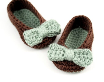 Crochet Ballet Slippers with Bows // Brown and Green // 0 to 3 Months // Baby Girl