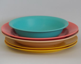 SALE Vintage mixed melamine set (5 piece) 1970s pink yellow turquoise Melaware Hoover Decor Fuji
