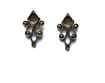 antique gold ear Posts for 5mm Stone ref 0285-47aj