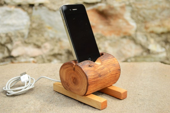 wabi sabi stil aus holz iphone docking station recycling holz. Black Bedroom Furniture Sets. Home Design Ideas