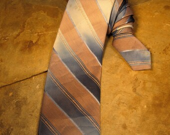 "Vintage Wemlon by Wembley ""Wash and Wear"" Necktie (59""/3"")- Shades of Blues/Greys"