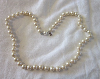 Vintage Signed Marvella Faux Pearl Glass Pearl Necklace 20 Inches Lovely