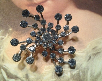 vintage costume jewerly brooch pin gold crystal rhinestone flower blue