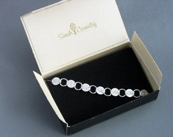 1959 - Vintage SARAH COVENTRY 'Young N Gay' Silvertone Bracelet in Original Box. Vintage SarahCov Jewelry. Mid Century Jewelry. NOS