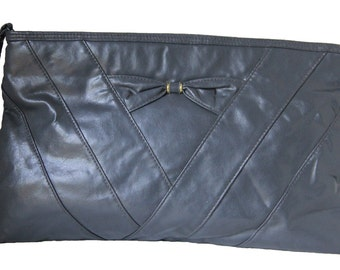 Vintage 1980's Soft Leatherette Gray Clutch with Bow
