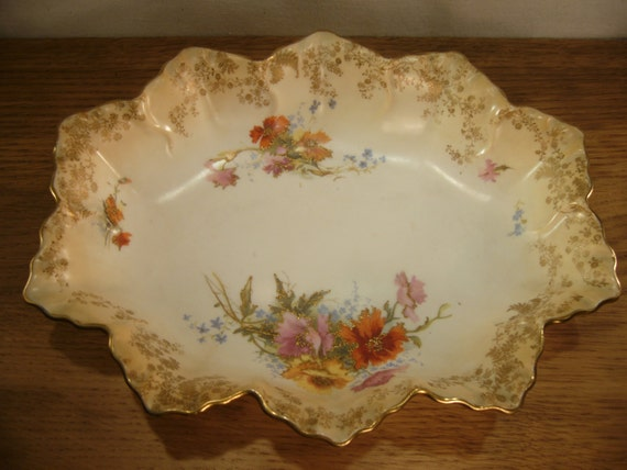 image vintage royal doulton serving bowl