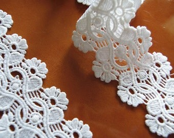 scalloped lace trim, white trim lace
