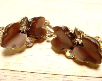 Vintage Brown Leaf Thermoset Earrings with AB Rhinestone Accent (retro 50s 60s clip plastic autumn fall aurora borealis gold tone pretty)