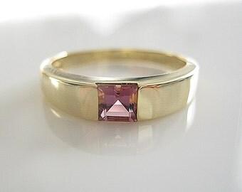Vintage 14karat gold Pink Tourmaline Ring