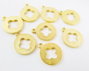 NEW - 8 Round Quatrefoil Four Leaf Clover Charms - Matte Gold Plated