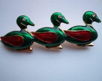 Vintage Unsigned Goldtone/Enamel 3 Little Ducks Brooch/Pin