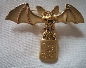 Vintage Signed Danecraft Gold pewter Bat Trick or Treat Brooch/Pin