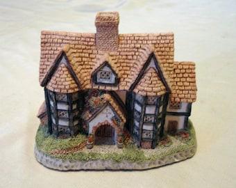 Choice of David Winter miniature houses Shire Hall or Hogshead Beer House 1985 handmade Engliand vintage collectible book shelf edger