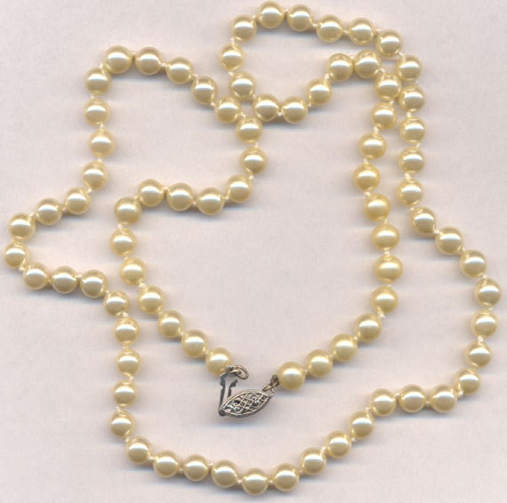 Mallorca Pearl Necklace: 301 Moved Permanently