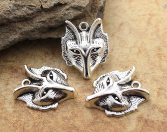 5 Wolf Charms Wolf Head Charm Wolf Pendants Antiqued Silver Tone 23 x 28mm