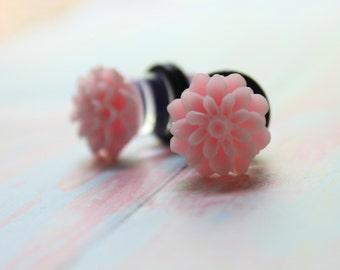 00g Flower Plugs Light Pink Dahlia Mum Gauges Customizable for 4g 2g 0g 00g Vintage Inspired Piercing Size 4 2 0 00