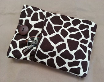 Kindle, Kindle Touch or Kindle Paperwhite Cover. Brown and tan giraffe print lined padded case, sleeve, pouch.