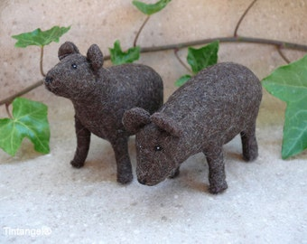 Young Bears, Two brown cubs of wool felt. - DIY kit