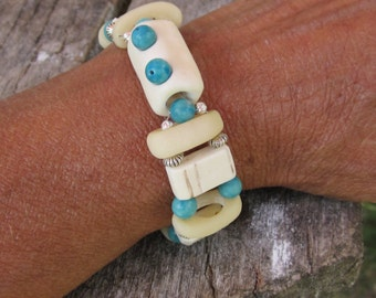 Charming bracelet roller with pearls of turquoise