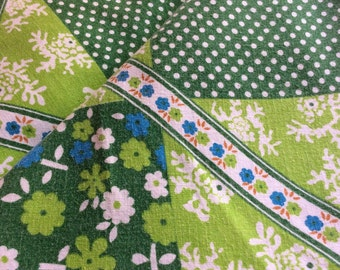 60s retro green Vintage fabric. Medium cotton weight. Good condition. Lovely floral pattern. Craft
