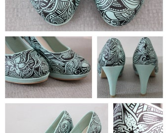 Mint green hand drawn 'Doodle' shoes size 6