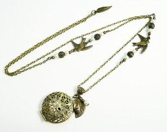 Sautoir collier médaillon pendentif porte photo,oiseaux bronze,perles ivoires, bijou bronze vintage rétro