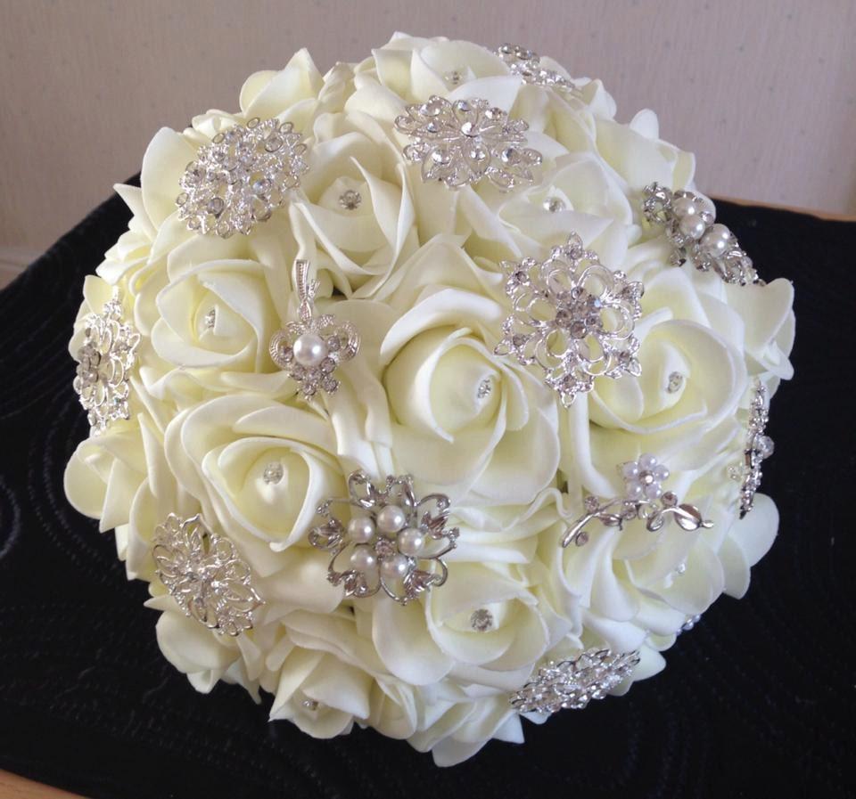 Ivory foam rose brooch bouquet for Bouquet rose