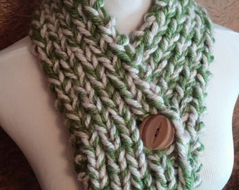 ONLY ONE Green and Cream Knit Winter Button Cowl