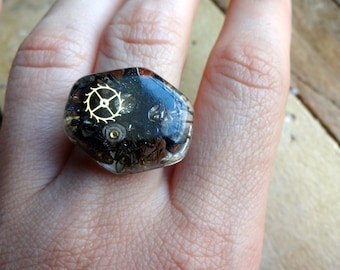A99 Steampunk Antique Watch Parts in Resin Treasures Ring -- FREE SHIPPING