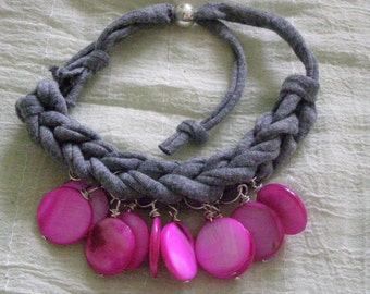 strap bracelet with charms of shell Fuchsia