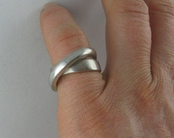 15% OFF: Casually elegant, intertwined double ring in sterling silver (925 Ag). VINTAGE