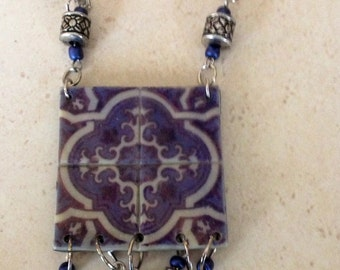 Necklace with a replic of an old portuguese tile.
