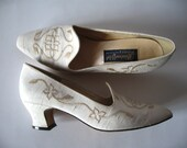 Vintage Marie Antoinette Style Heels Ivory Satin Ladies Shoes Embroidered Victorian