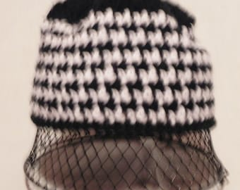Women's Trendy Black and White Houndstooth Beanie