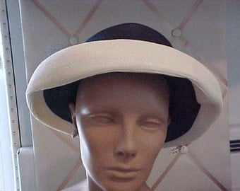 Vintage Navy & White Straw Hat,Has Rolled Brim, Size 22 LabelLa Rose NY