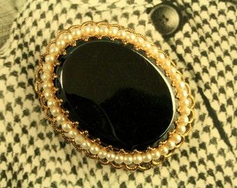 Vintage 1970s Oval Shaped Metal Stone Brooch