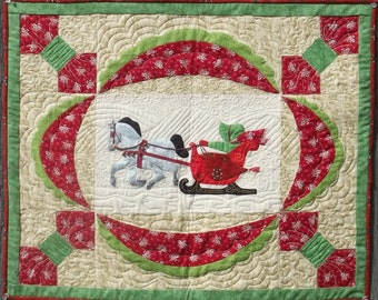 Dashing Sunbonnet Sue Christmas Wall Hanging Pattern