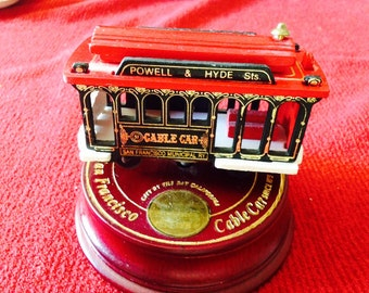 Powell & Hyde cable car music box