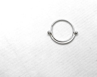 how to take out tragus piercing hoop