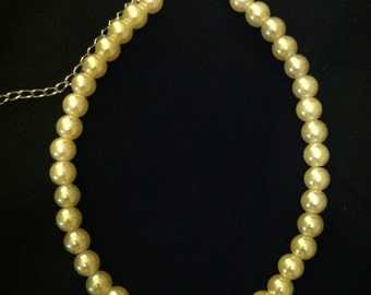 Child's Pearl Necklace In Ecru With Lobster Claw Clasp