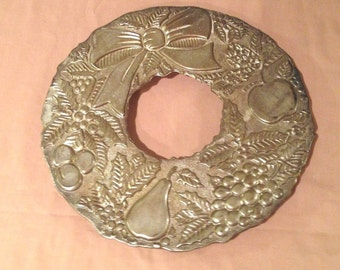 Vintage Metal Wreath Trivet -9 INCH Made In Italy