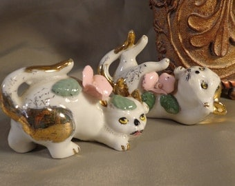 CATS Figurine Two Cats Romping;  Made in Japan