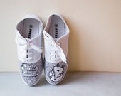 Hand painted  Fox shoes.  Perfect gift for a fox lover! - PinguiStudio
