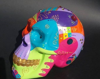 """Ceramic skull in ceramic """"Marty"""", hand-painted  by Laure Terrier, for decoration or collection"""