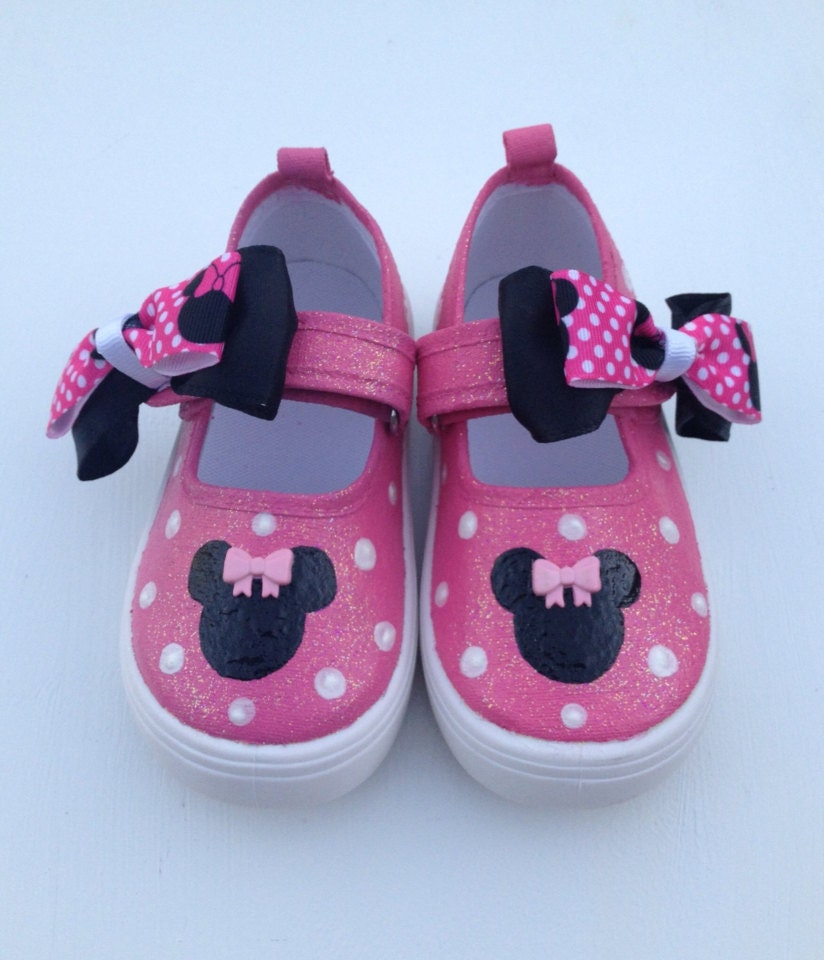 pink minnie mouse shoes by beaucoupboutique on etsy