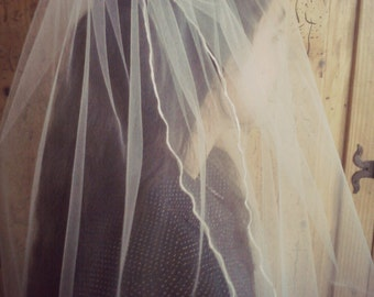 Knee Length Veil White or Ivory Two Tier Veil, , Rolled Edge, Bridal Illusion Tulle, Two Layer Veil,  48 inches Long