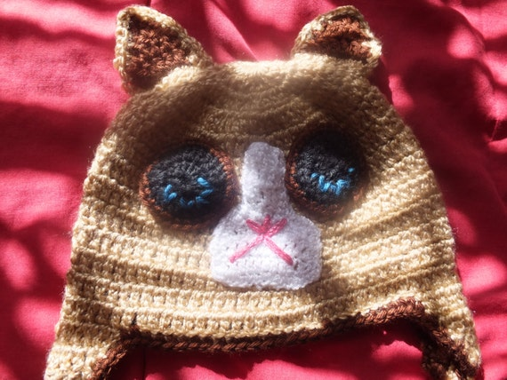 grumpy cat hat hand knitted and made of yarn by ankisdesigns. Black Bedroom Furniture Sets. Home Design Ideas